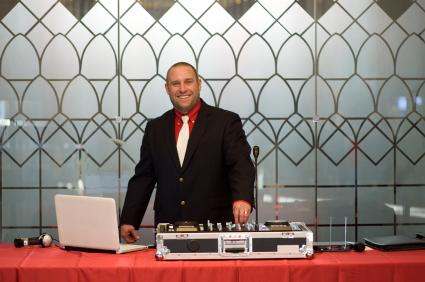 DJ Hochzeit Kosten - Wieviel muss ich für eine Musikanlage einplanen