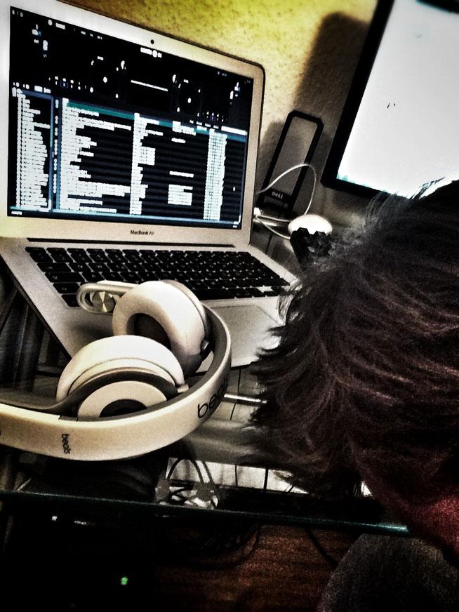 Als DJ verbringst du oft viel Zeit bei der Vorbereitung deiner Sets