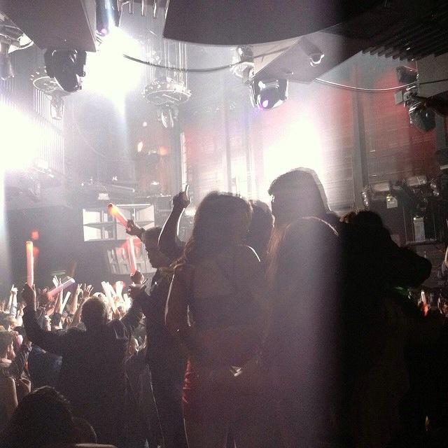 """Diese """"Glow-Sticks"""" siehst du in Vegas in so gut wie jedem Club zu Tausenden"""