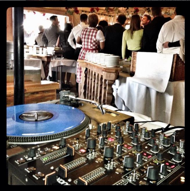 Eine DJ Playlist für eine Hochzeit zu machen ist am Anfang immer schwer