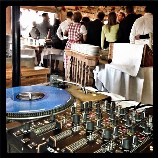 Bei einer Hochzeit ist es meistens okay, wenn DJs Tracks Doppelt Spielen